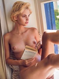 Blonde beauty Lilit A 19