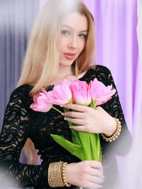 Russian starlet Genevieve Gandi looks absolutely stunning 01