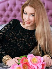 Russian starlet Genevieve Gandi looks absolutely stunning 05