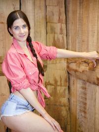 Leggy brunette Lauren Crist 01