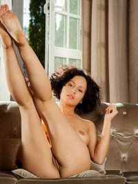 Busty And Curly Pammie Lee Naked At Home 12