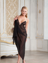 Elegant Busty Lady Sarika Spreading On A Bed 02