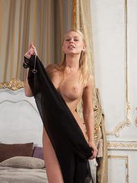 Elegant Busty Lady Sarika Spreading On A Bed 05