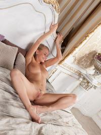 Elegant Busty Lady Sarika Spreading On A Bed 10