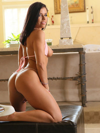 Adrian Chechik Sexy Babe Flashes Er Trimmed Pussy 03