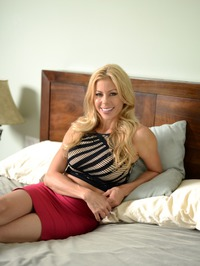 Stunning MILF Alexis Fawx Gets Nude On A Bed 00