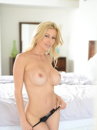 Stunning MILF Alexis Fawx Gets Nude On A Bed 09