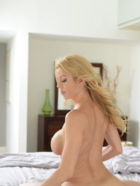 Stunning MILF Alexis Fawx Gets Nude On A Bed 19