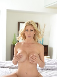 Stunning MILF Alexis Fawx Gets Nude On A Bed 20
