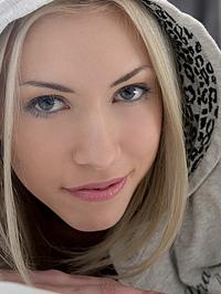 Sensual Kamilla Posing For Us 06