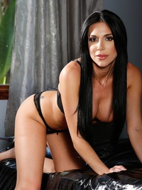 Big Boobed MILF Jaclyn Taylor In Sexy Black Lace 05