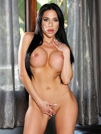 Big Boobed MILF Jaclyn Taylor In Sexy Black Lace 14