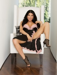 Romi Rain Showing Curves 01