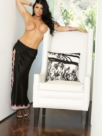 Romi Rain Showing Curves 44