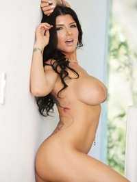 Romi Rain Showing Curves 45