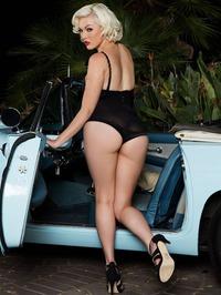 Jenna Ivory Strips Naked And Poses 12