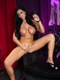 Laura Lee Offers Her Big Tits 14