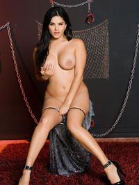 Sunny Leone Strips Off Her Lingerie 01