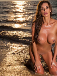 Busty Babe Kirstin Strips Off Bikini 10