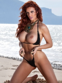 Tommie Jo Strips Off Her Sexy Bikini 01