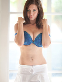 Chrissy Marie Displays All Natural Body 02