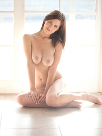 Chrissy Marie Displays All Natural Body 07