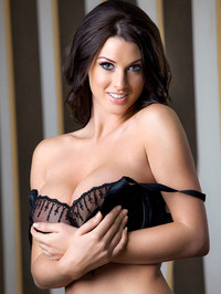 Alice Goodwin Whopping 32Gs 02