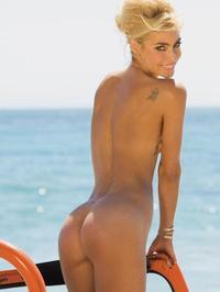 Lisa Seiffert Posing Naked Outside 02
