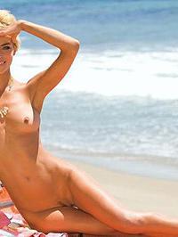 Lisa Seiffert Posing Naked Outside 10