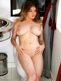 Ashleigh Elizabeth In The Bathroom 05