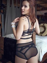 Elizabeth Marxs A Sexy Strip Tease For Us 03