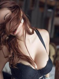 Elizabeth Marxs A Sexy Strip Tease For Us 04