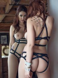 Elizabeth Marxs A Sexy Strip Tease For Us 06