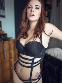 Elizabeth Marxs A Sexy Strip Tease For Us 07