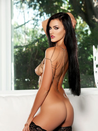 Ashleigh Hannah In Come And Get It 15