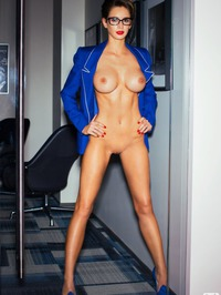 Emily Agnes Shows Off Her Perfect Body 06