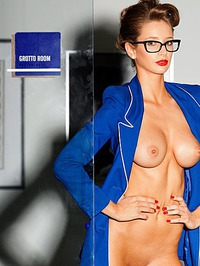 Emily Agnes Shows Off Her Perfect Body 10