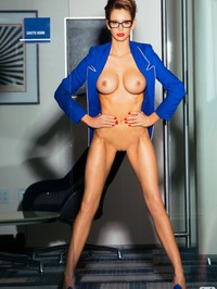 Emily Agnes Shows Off Her Perfect Body 11
