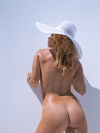 Big Tittied Elizabeth Ostrander Naked 10