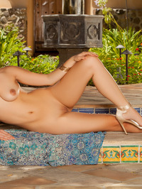 Cierra Avalon Posing Naked Outdoors 13