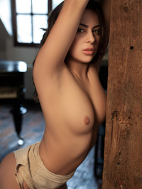 Nikki Waine Naked By The Piano 02