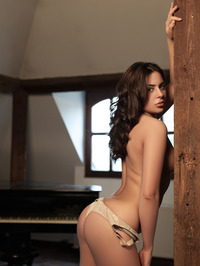 Nikki Waine Naked By The Piano 06