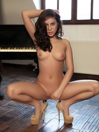 Nikki Waine Naked By The Piano 11