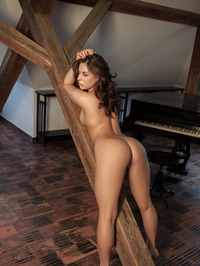 Nikki Waine Naked By The Piano 15