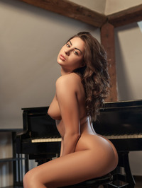 Nikki Waine Naked By The Piano 16