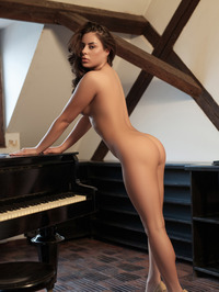 Nikki Waine Naked By The Piano 17