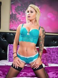 Tattooed Blonde MILF Pornstar Daisy Monroe 00