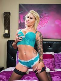 Tattooed Blonde MILF Pornstar Daisy Monroe 04