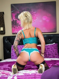 Tattooed Blonde MILF Pornstar Daisy Monroe 11
