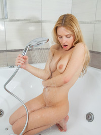 Xena Takes A Shower 13